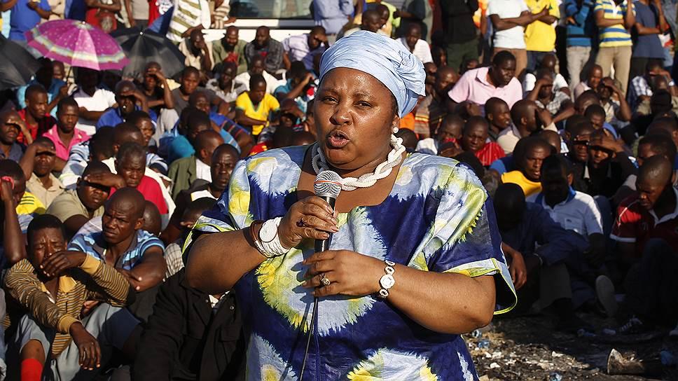 Носививе Маписа-Нкакула занимает должность министра обороны ЮАР с 12 июня 2012 года