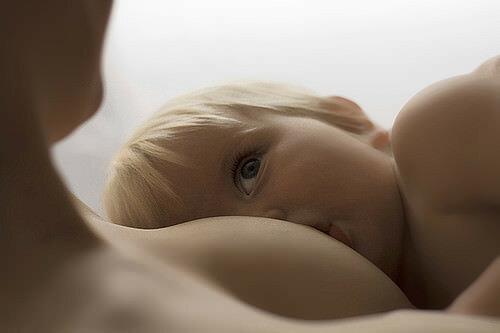 Противопоказания и затруднения при вскармливании ребенка грудью.