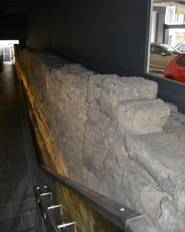 римская стена.jpg