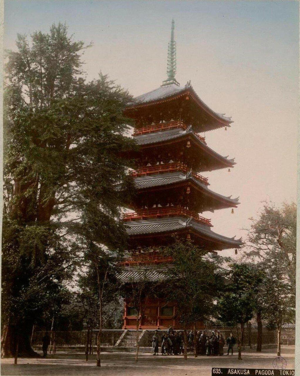 Токио. Квартал Асакуса.  Пятиярусная пагода