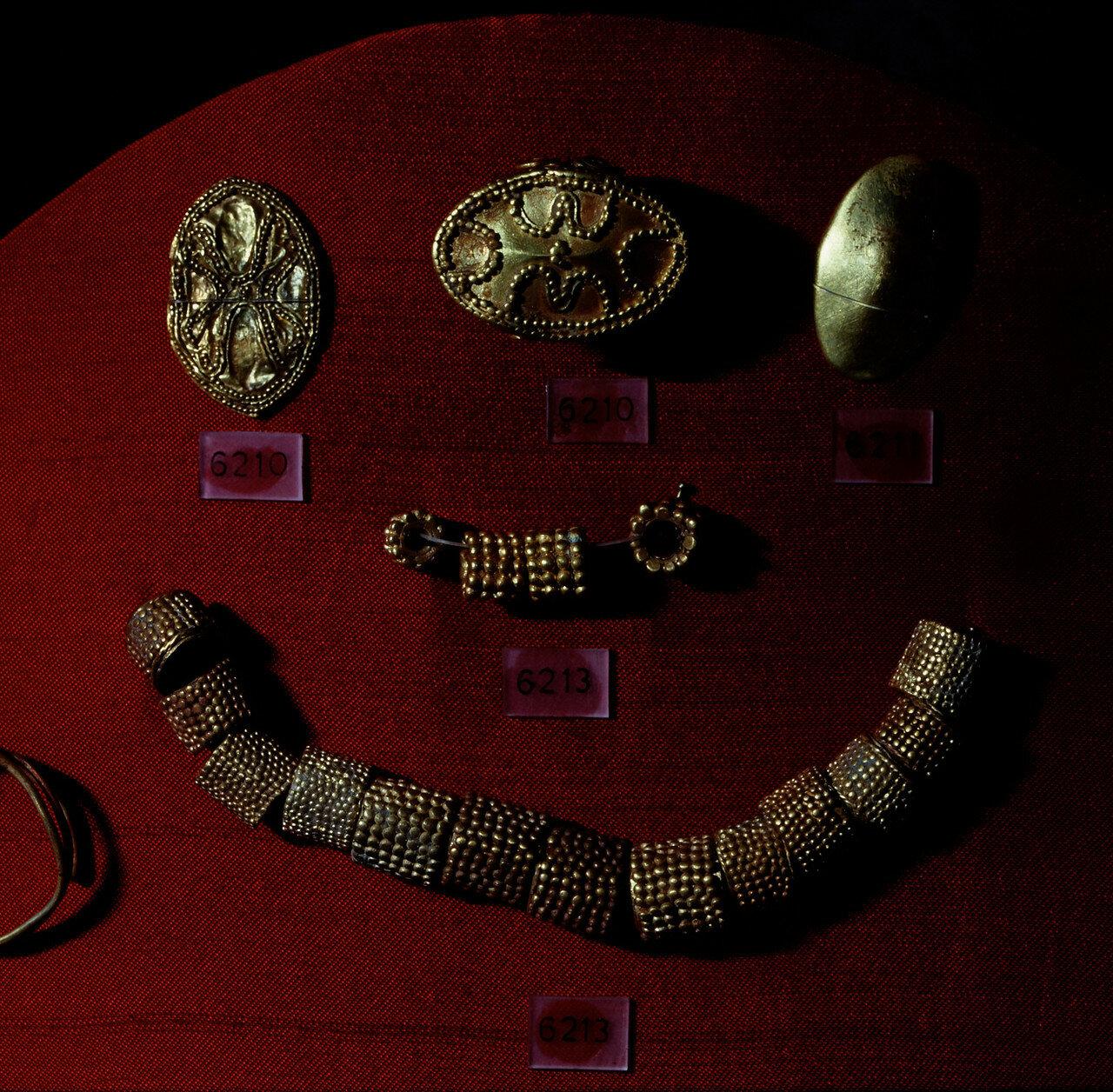 Золотые украшения. Клад из Тиринфа, XV в. до н.э.