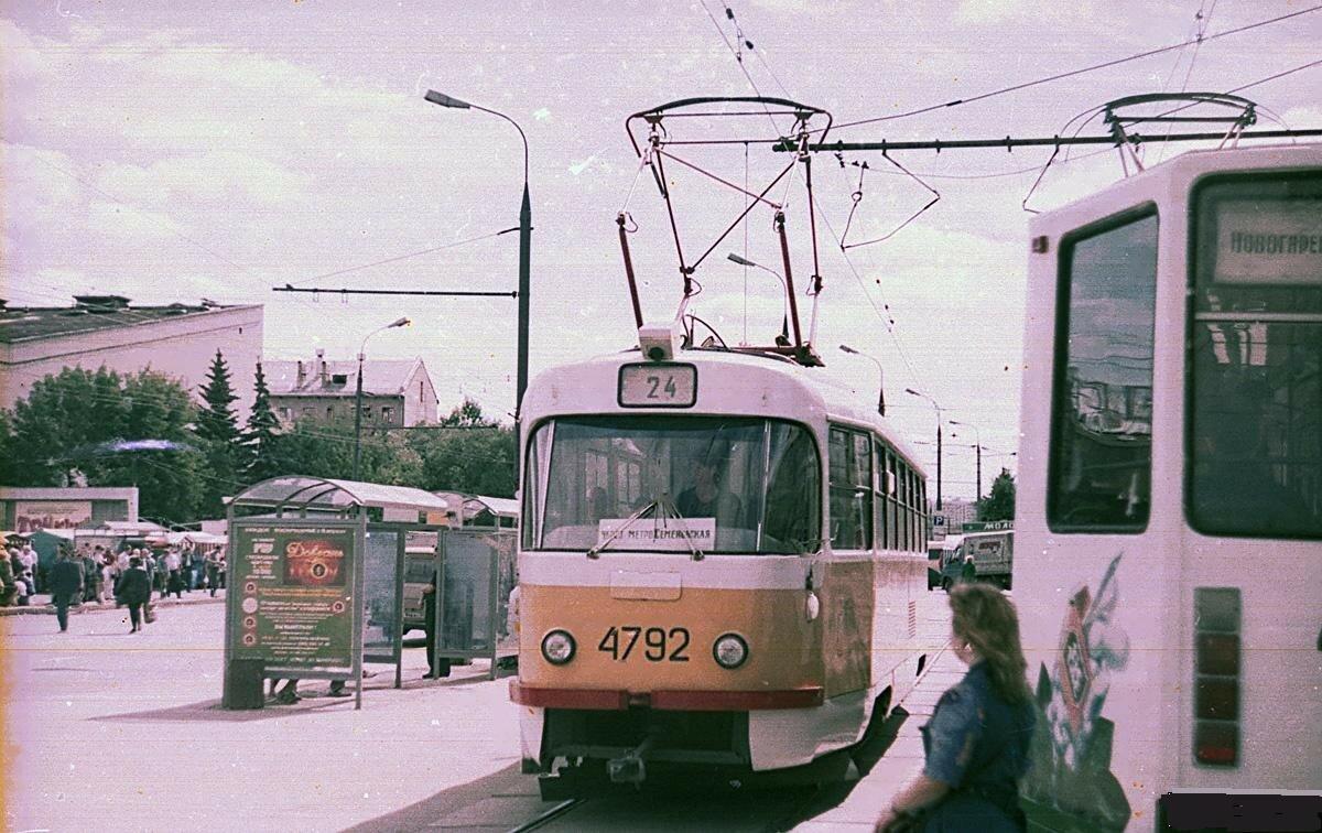 1997. Зелёный проспект. У ст.м. Новогиреево