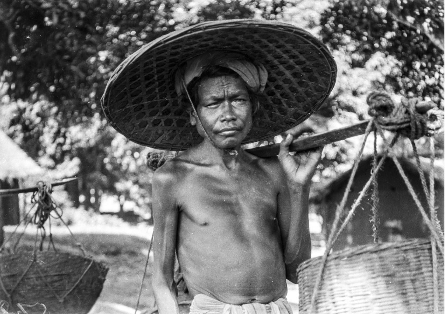 638. Раягада. Мужчина носильщик из народности сора