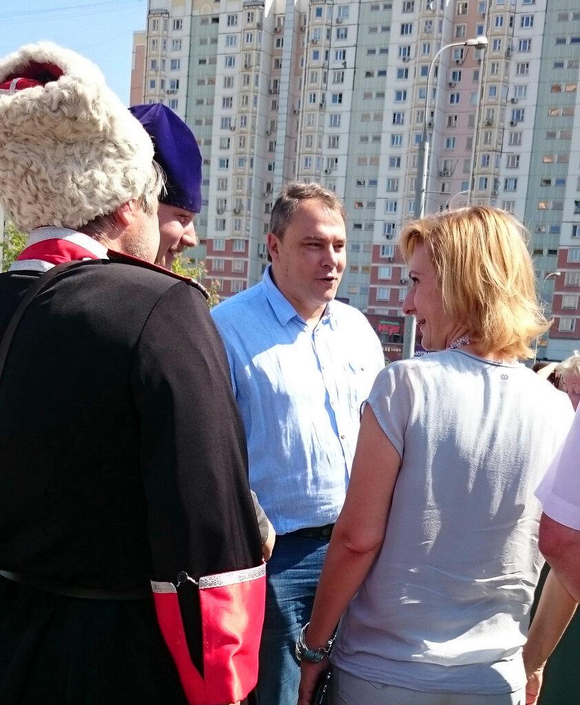 Петр Толстой - встреча с избирателями в парке Артема Боровика