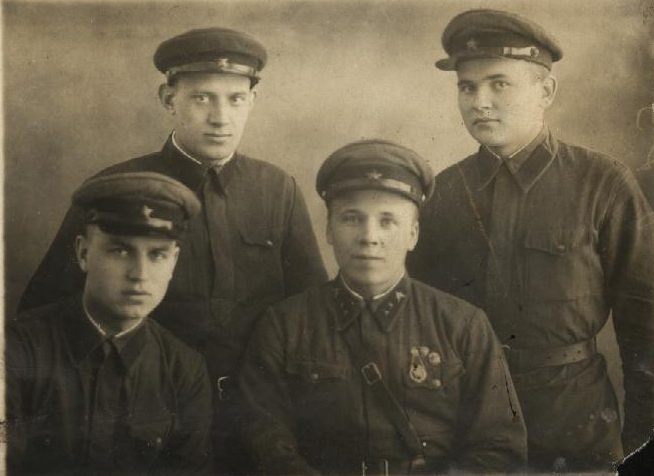 mihaylov_m.f._sleva_litva_1940_god.jpg