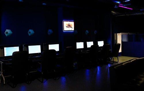 Компьютерные клубы возродились в виртуальной реальности