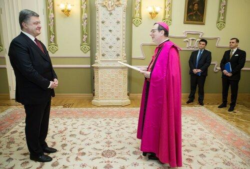 """Госсекретарь Ватикана: украинцы - """"народ-мученик"""""""