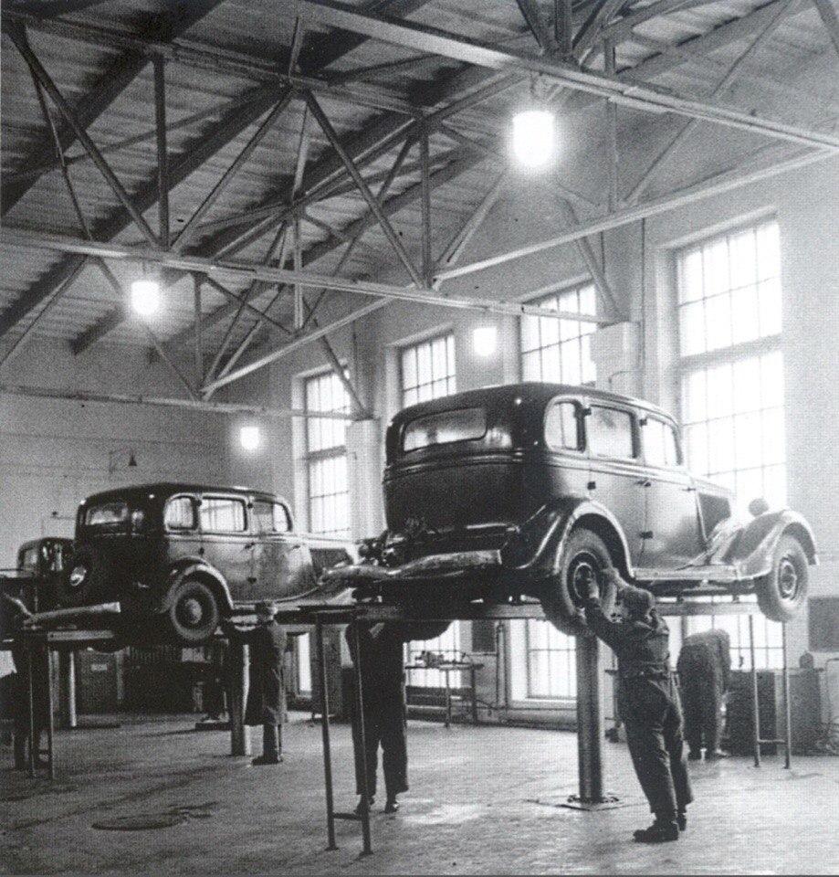 Станция технического обслуживания автомобилей.Москва.1949 год..jpg