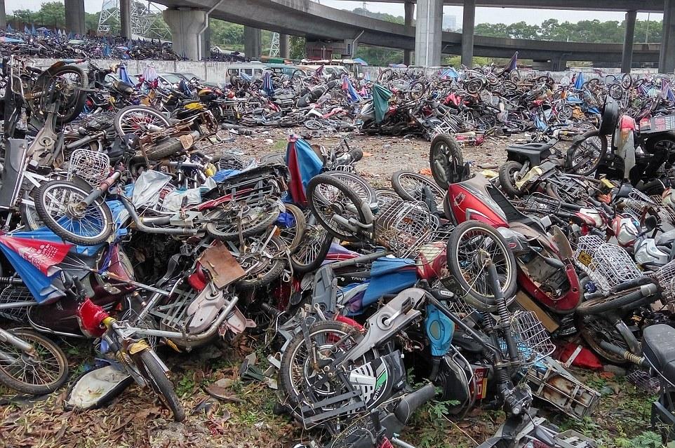 Свалка мототехники в Китае