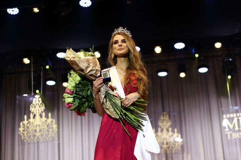 """Корону конкурса """"Мисс Тверь""""-2016 выиграла Анастасия Козлова"""