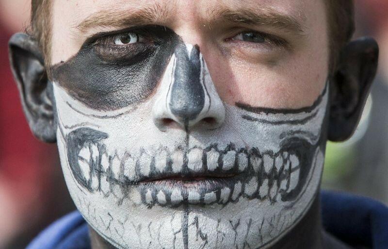 Окровавленные зомби в Брюсселе на фестивале фантастики 0 160788 b7585f30 XL