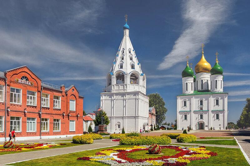 На территории Коломенского  кремля