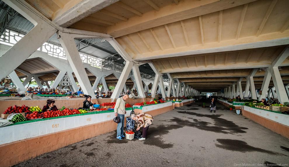 30. Самый популярный рынок в Ташкенте — Чорсу. Он очень симпатичный в архитектурном плане: гига