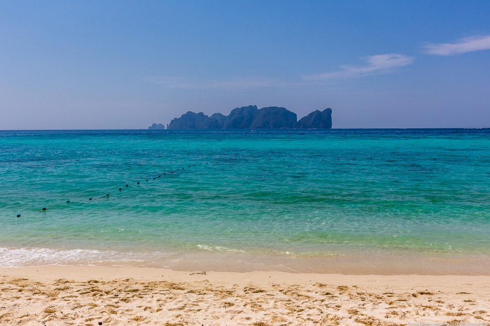 19. Вообщем, на Пхи-Пхи классно! Лучшее море, что я видел в Тайланде и достаточно развитая инфр