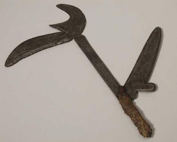 Кпинга – это метательный нож, который использовали опытные воины племени Азанда. Они жили в Ну