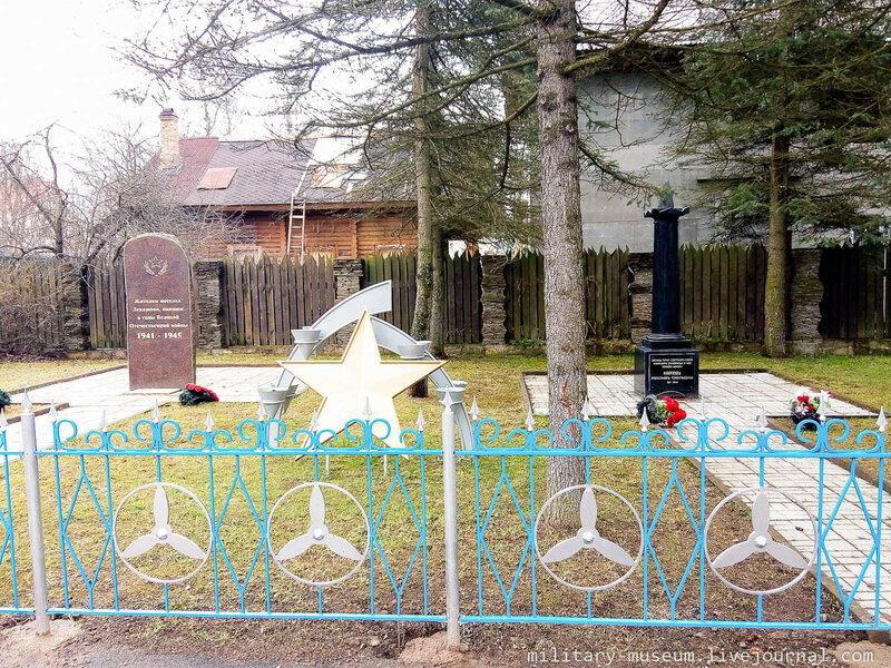 Памятник Карпову Александру Терентьевичу в Левашово (С.-Петербург)