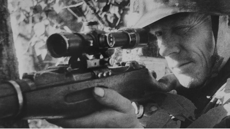 Снайпер Дюрягин на позиции. Битва за Ленинград. 41-42.jpg