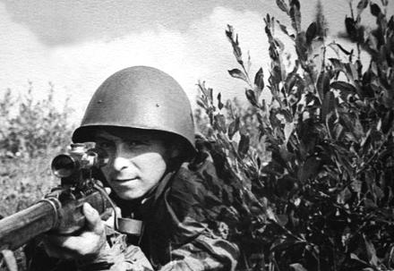 Снайпер Титов, истребивший 49 фашистов.jpg