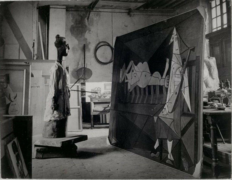1946. В мастерской Пикассо на улице Великих Августинцев, Париж