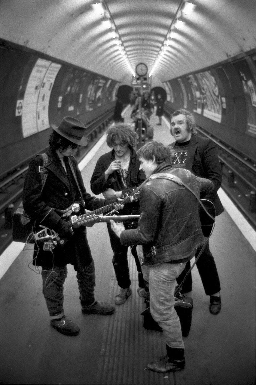 1970-е. Музыканты на станции метро
