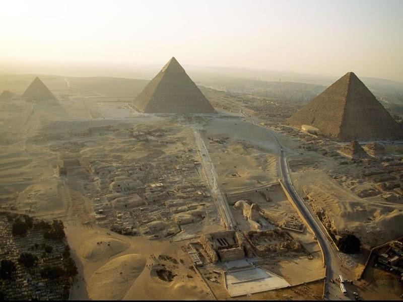 Las piramides de Egipto en Guizeh1.jpg