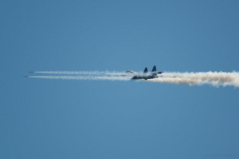 Сухой Су-35 (04 красный) ВКС России 1160_D806400a