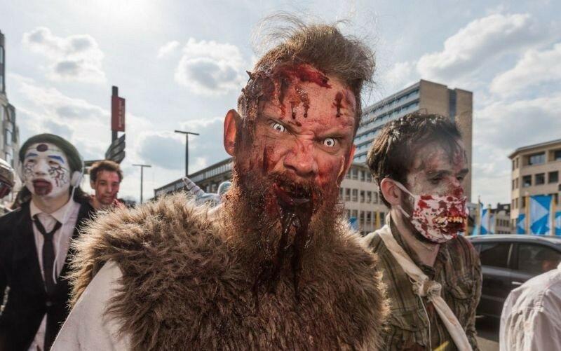 Окровавленные зомби в Брюсселе на фестивале фантастики 0 160785 e763df30 XL