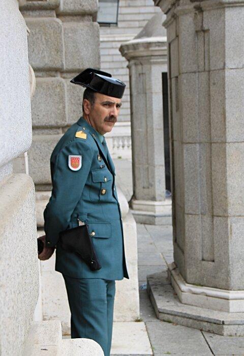 Мадрид. Королевский дворец (Palacio Real). Гражданская гвардия