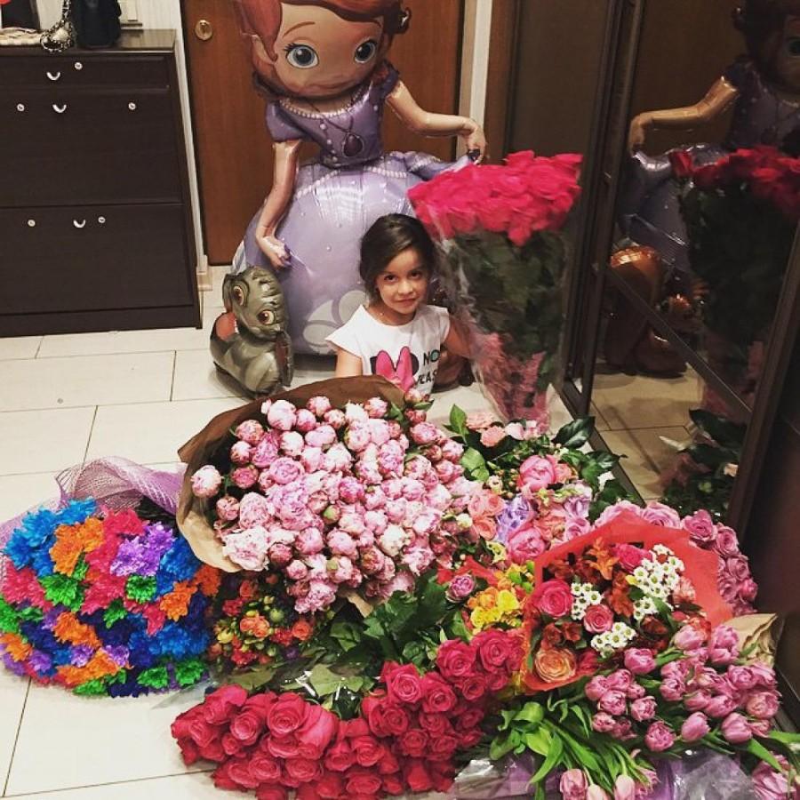 1. Сказочный День рождения дочери Ксении Бородиной В день, когда дочь Маруся отмечала 6 лет, ее мама