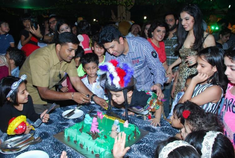 24.На этом чудесном празднике было много гостей и, конечно же, сказочный торт.
