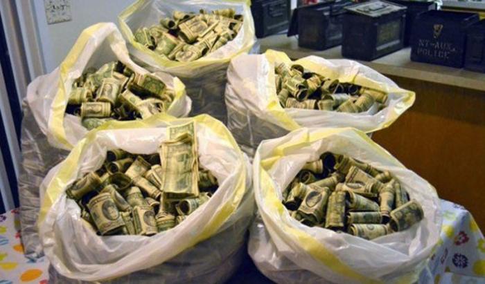 1. Деньги Многие люди предпочитают оставлять основную сумму перевозимых средств в багаже и сдавать е