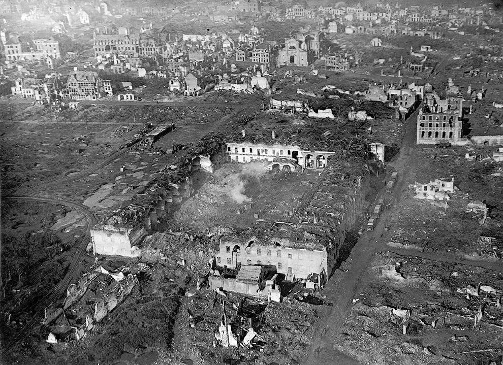 28. Австрийские боевые самолеты, 1918 год. На первом виден сверху пулемет. (Фото James Francis