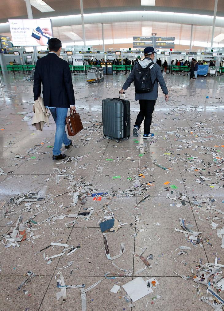 2. Сотрудники клининговой компании, обслуживающей аэропорт Эль-Прат, приостановили свою работу. Прич