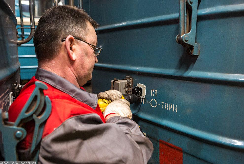 Все ящики с оборудованием как в вагонах, так и в тоннелях, оснащены капсулами с порошком. В слу
