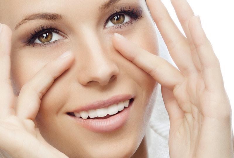 Для того, чтобы кожа и глазки не огорчали нас преждевременными морщинками, сухостью или потерей упру
