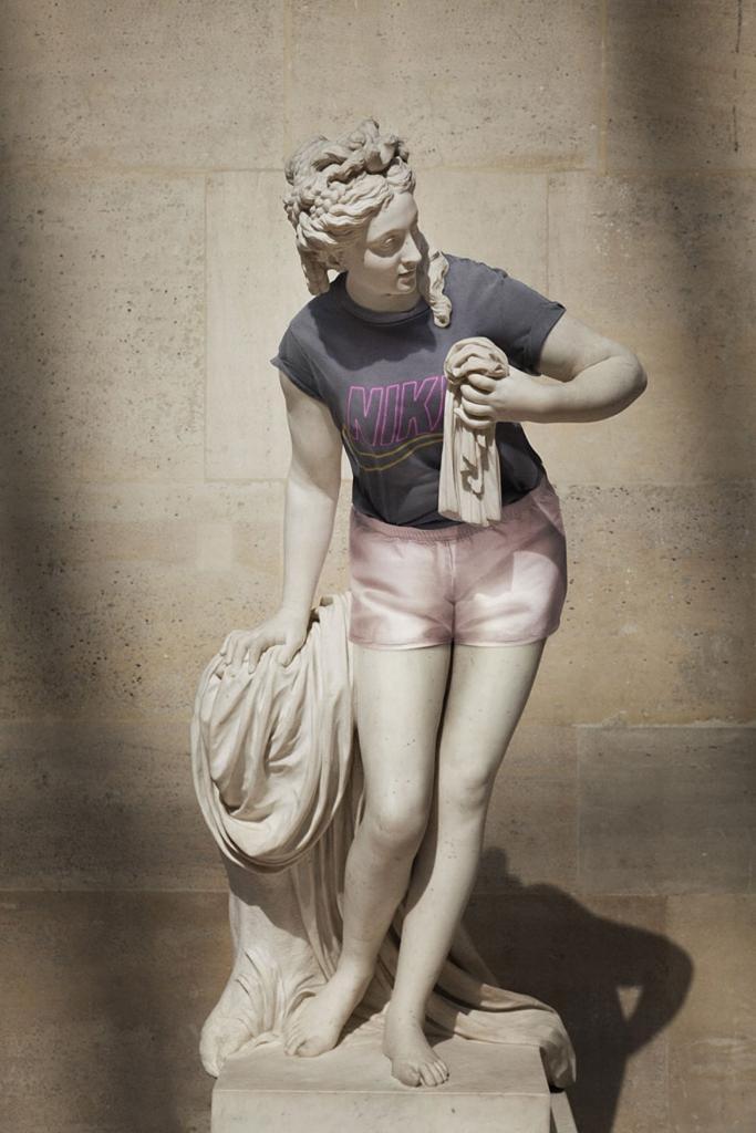 Классические скульптуры, одетые как хипстеры