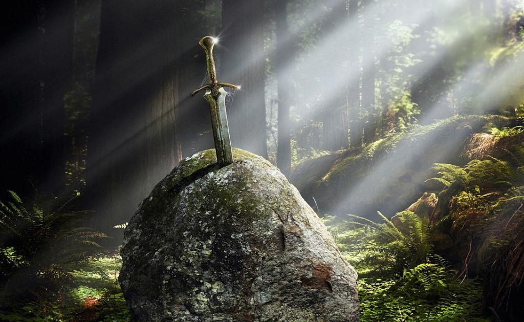 Чуть ли не самый знаменитый клинок в истории. По легенде, этот меч был воткнут в валун, а вытащивший