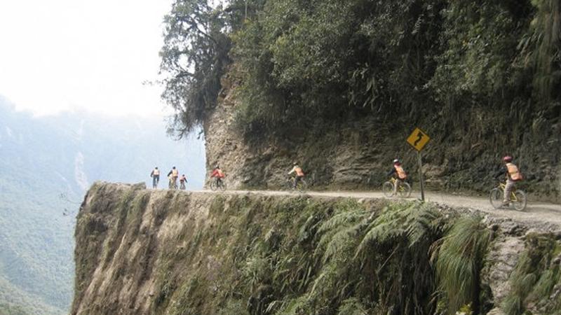 Перед тем как отправиться в эту велосипедную прогулку, не помешает составить завещание: маршрут весь