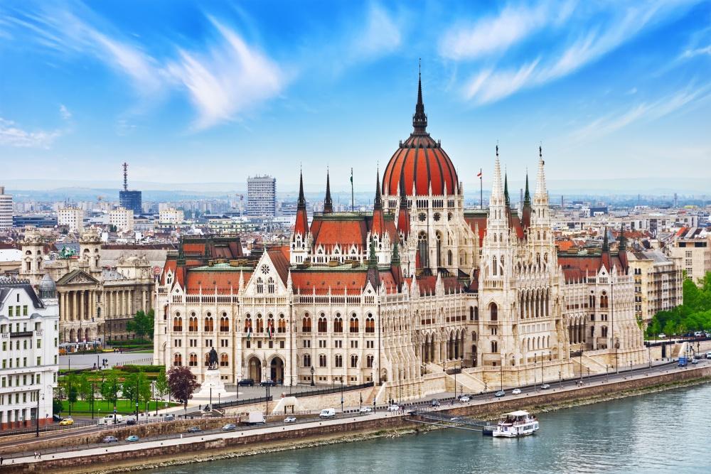 Настоящее чудо архитектуры— здание Парламента наберегу Дуная. Его мощь иизящество завораживают. Э