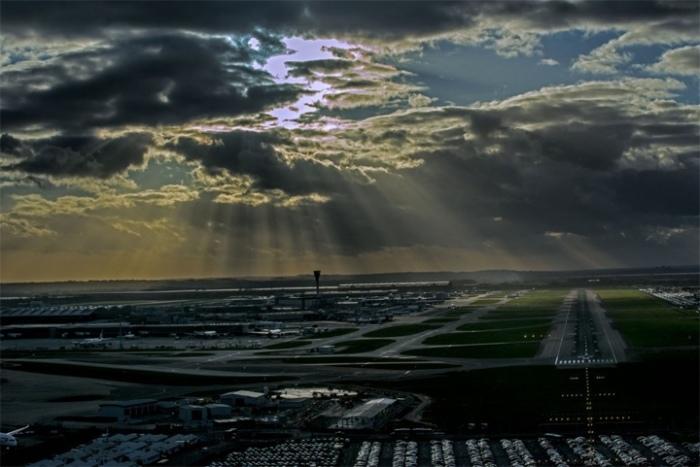 При заходе на посадку в аэропорту Хитроу, Лондон, рейс из Варшавы. Сент-Мари-де-ла-Мер, Франция