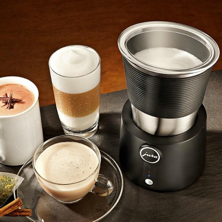 2. Вспениватель молока Автоматический вспениватель молока Jura Milk Frother поможет сделать мелкозер