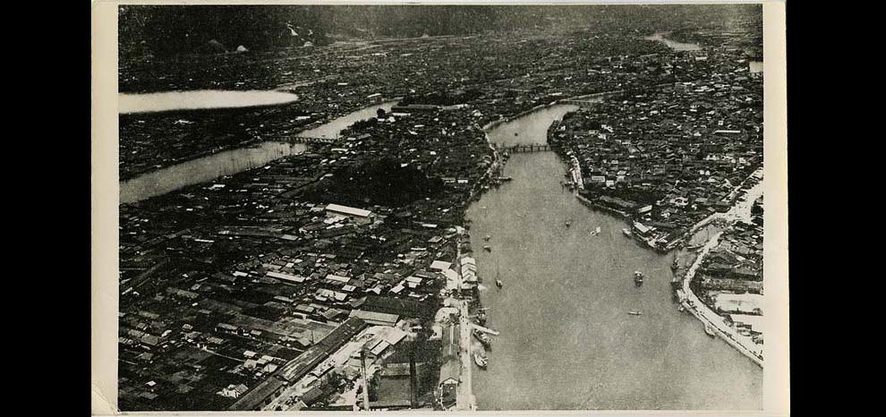 2. Вид на Хиросиму с воздуха незадолго до того, как на город была сброшена бомба в августе 1945-го.