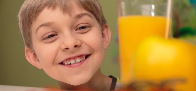 Красители Из-за химических красителей в еде у детей появляется гиперактивность. Особенно от красных