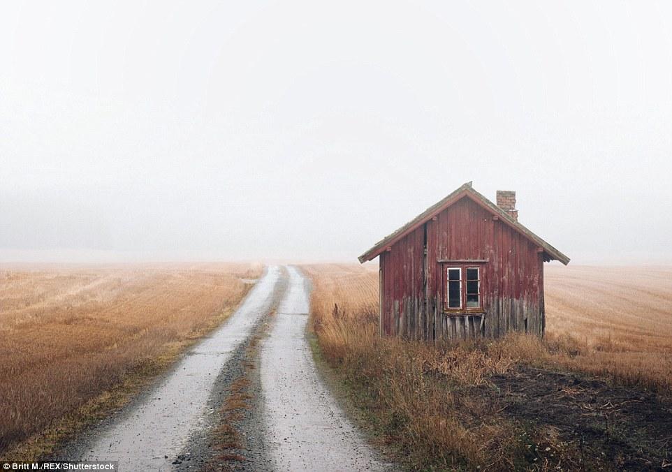 Бритт М говорит: «Я была потрясена тем, сколько их было таких. Ферм, домов, хижин и коттеджей. Все з