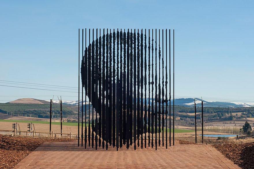 11. Мемориал Нельсона Манделы, Южная Африка Композиция была установлена в честь 50-й годовщины арест