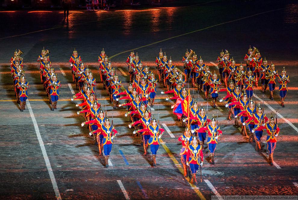 6. Участники — не только военные, но и просто музыканты.