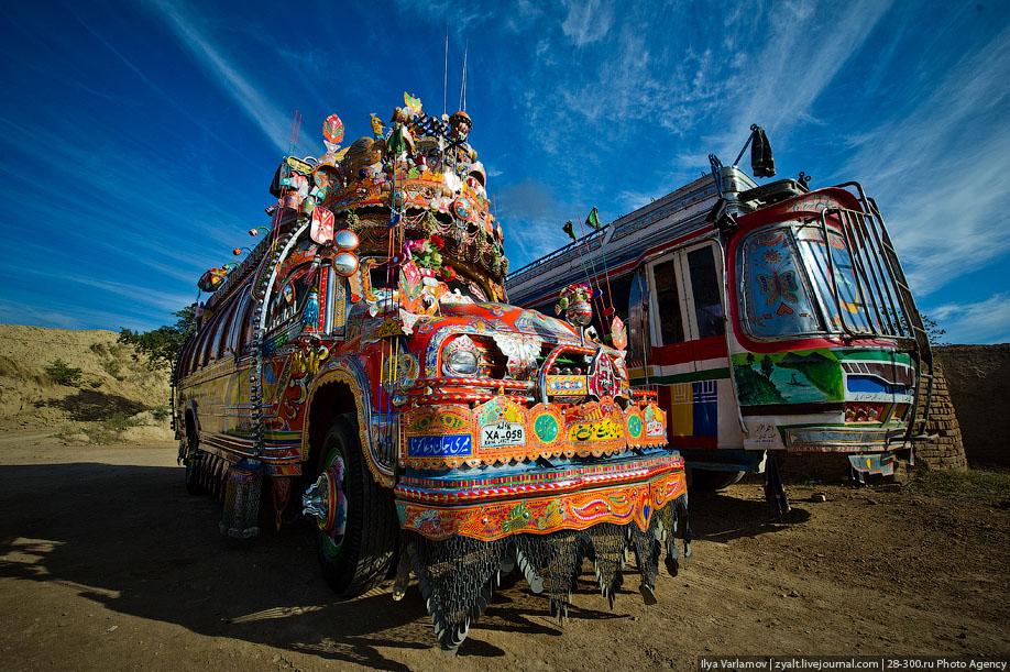 Пакистанские автобусы и грузовики (40 фото)