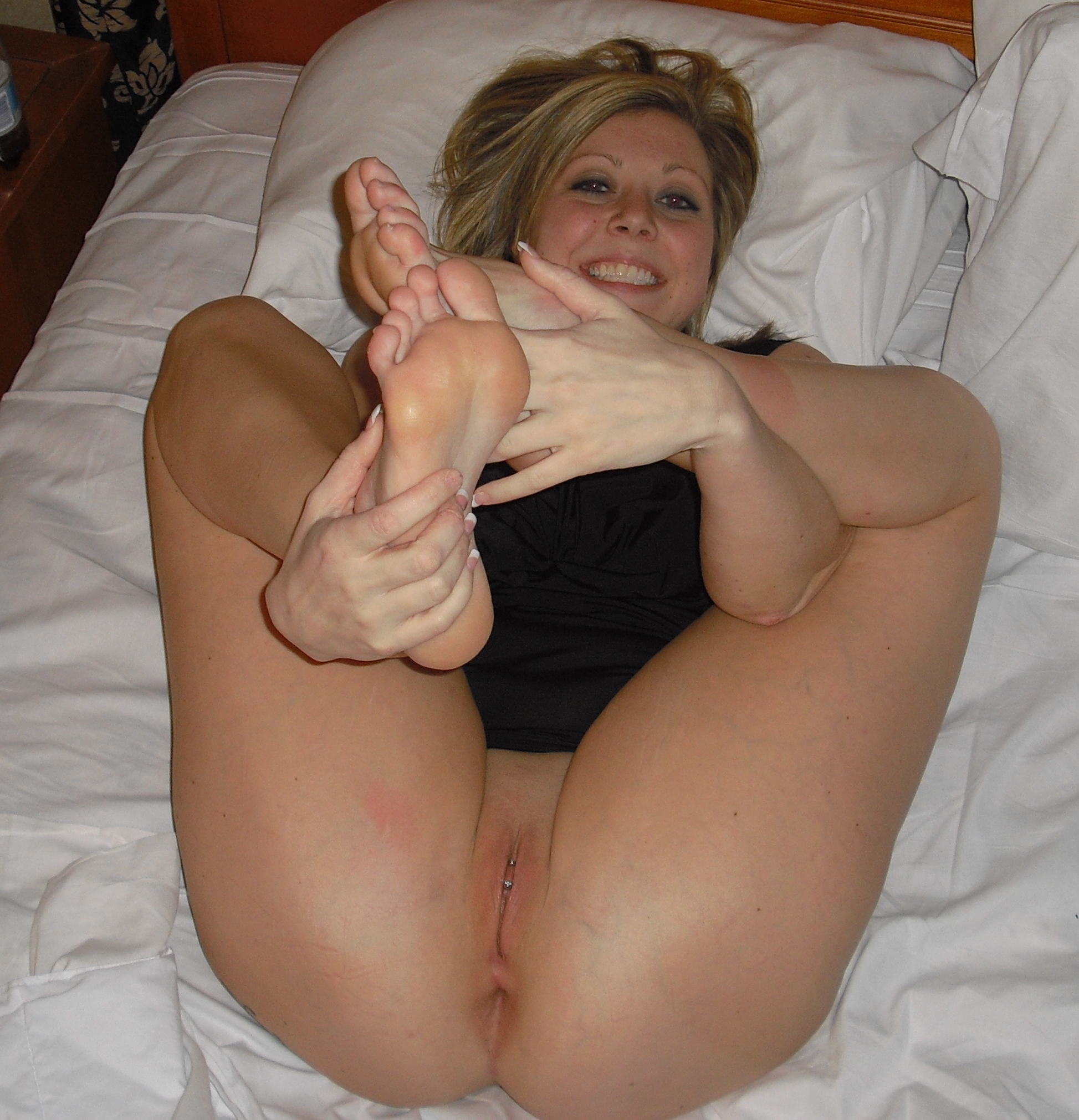 Hot amateur wife barefoot and naked