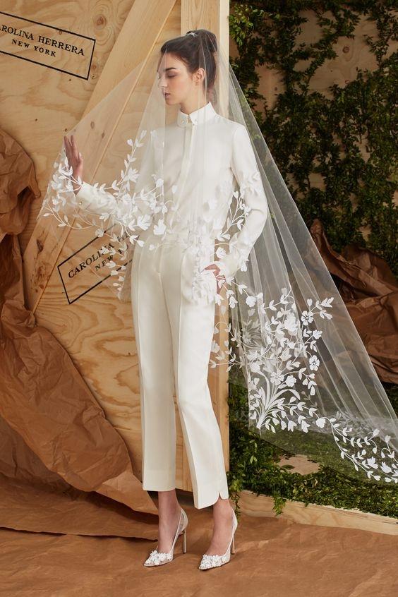 строгий свадебный комбинезон с фатой Carolina Herrera