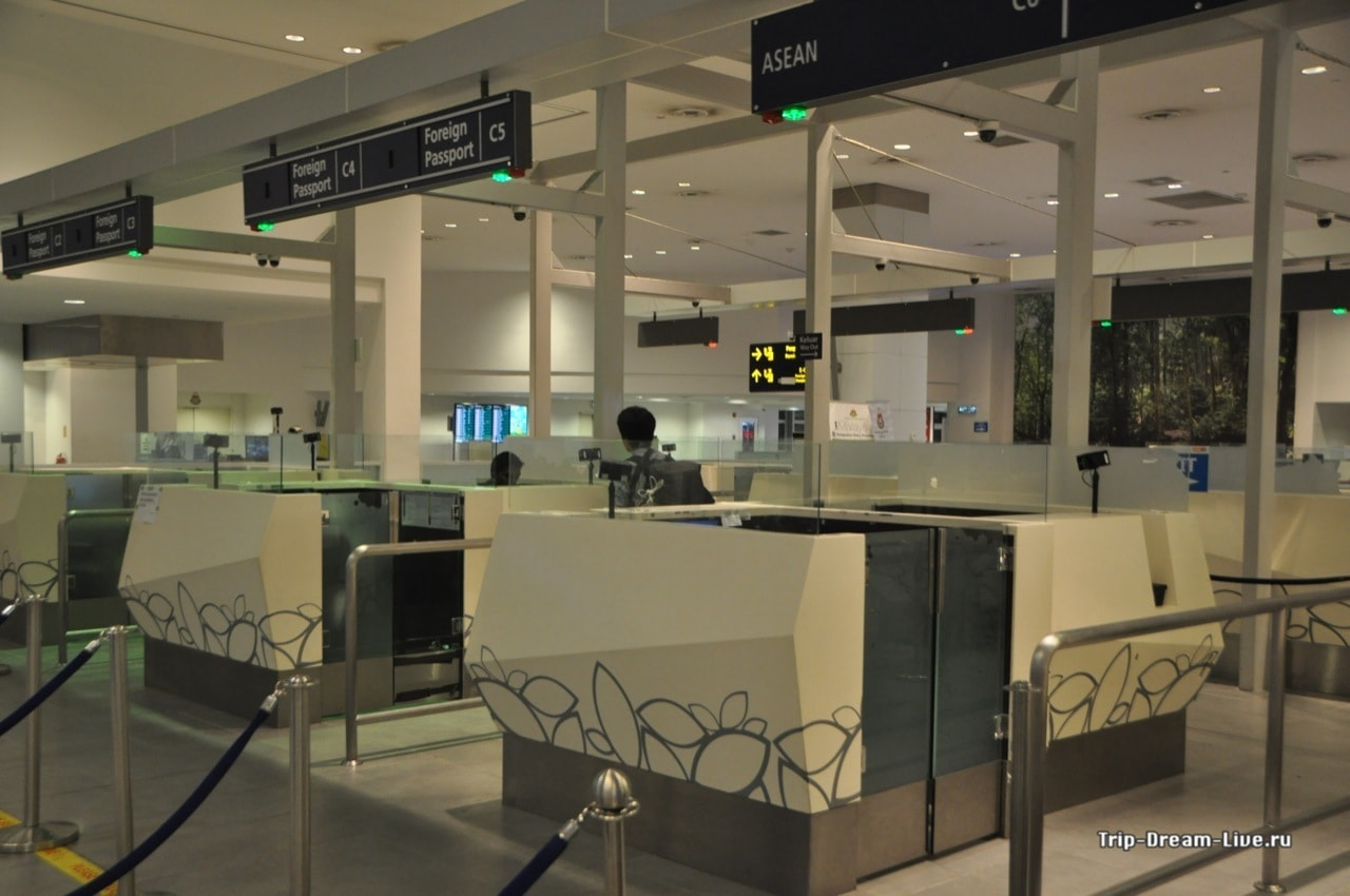 Стоики паспортного контроля